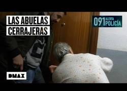 Enlace a Unas ancianas intentan abrirle a unos agentes la puerta de un domicilio… sin llave