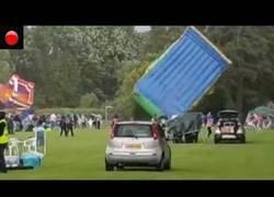 Enlace a Fuerte ventolera sorprende a las familias que estaban celebrando el día del padre en UK