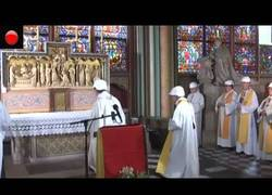 Enlace a Notre Dame celebra su primera misa después del devastador incendio