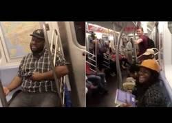 Enlace a Cosas que pasan una vez en la vida cuando vas en metro