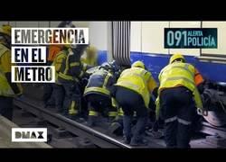 Enlace a Así es el protocolo para rescatar a un hombre que ha intentado suicidarse en el metro de Madrid