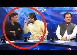 Enlace a Pelea en directo entre presentador y presidente de Pakistán