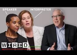 Enlace a Así es cómo trabajan los intérpretes y traductores en tiempo real [ENG]