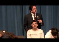 Enlace a Hipnotizando a una clase de instituto