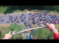 Enlace a Biker salta por encima del tour de Francia