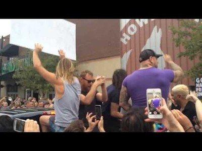 Foo fighters ''rickrollean'' una protesta homófoba de una iglesia baptista