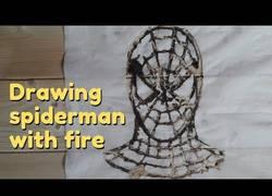 Enlace a Dibujando a Spiderman con fuego