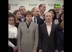 Enlace a Se pone delante de Putin para la foto y esa fue la última vez que se le volvió a ver