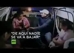 Enlace a Asalto express en un microbus en México