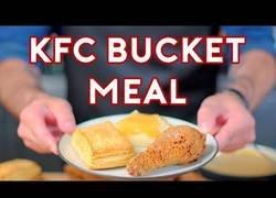 Enlace a Preparando esta deliciosa comida del KFC aparecida en Stranger Things