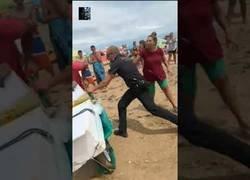 Enlace a Ataca con un cuchillo a un policía local de Punta Umbria