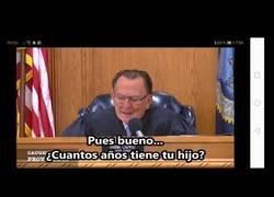Enlace a Un juez se conmueve con la explicación de un anciano de 96 años, acusado de exceso de velocidad