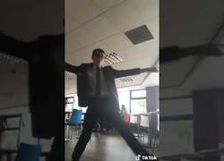 Enlace a ¿Quién dijo que los nerds blancos de instituto no podían bailar?