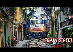 Enlace a En Hanoi hay un tren que pasa directamente por en medio de calles y callejones