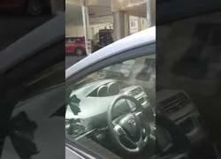 Enlace a Olvidan a un bebé durante más de 1h dentro de un coche