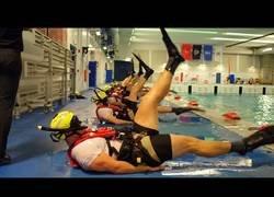 Enlace a Así es como entrenan los reclutas de salvamento en alta mar
