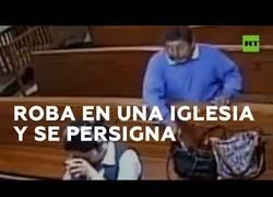Enlace a Roba en una iglesia, pero eso sí, al salir se santigua