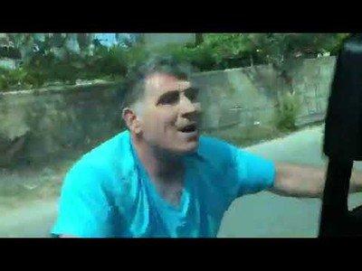 El dueño de un restaurante se vuelve loco y ataque a unos turistas españoles por quejarse de la comida