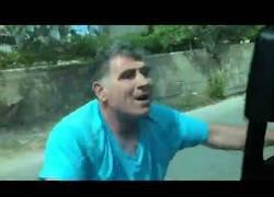 Enlace a El dueño de un restaurante se vuelve loco y ataque a unos turistas españoles por quejarse de la comida
