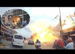 Enlace a Explosión de película en una gasolinera de Camboya