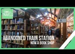 Enlace a Una estación de tren abandonada trasformada en librería