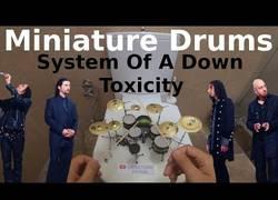 Enlace a Toxicity con una batería en miniatura