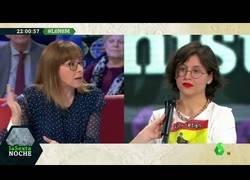 Enlace a Sofia Rincon intenta debatir con feministas radicales