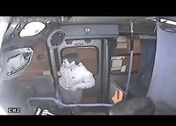 Enlace a Un ladrón recibe 'lo de su tía'