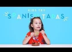 Enlace a Niños americanos prueban por primera vez tapas españolas