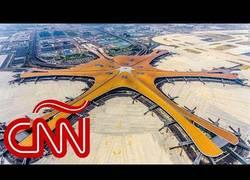 Enlace a Así es el nuevo aeropuerto de Beijing, la 'estrella de mar futurista'