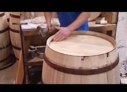 Enlace a Así se fabrican los barriles de madera