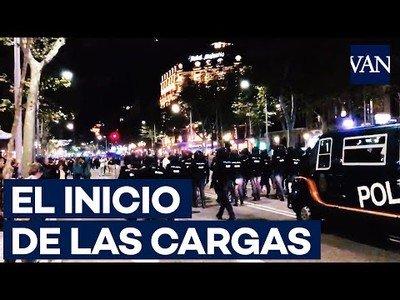 Así empezaron las cargas de la Policía Nacional en Barcelona