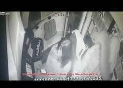 Enlace a Una conductora de tranvía se distrae con su móvil y acaba provocando un accidente
