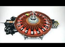 Enlace a Increíble ruleta de casino construída con Lego