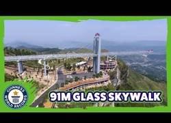 Enlace a El mirador con suelo de cristal más largo del mundo