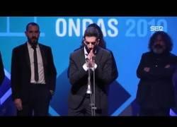 Enlace a El profundo discurso de los miembros de La Resistencia tras recibir el Premio Ondas