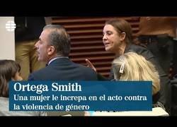 Enlace a Una mujer víctima de la violencia de género increpa a Ortega Smith de Vox