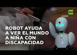 Enlace a Un robot permite a una niña con discapacidad interactuar con el mundo exterior
