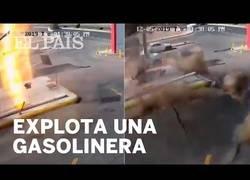 Enlace a Una explosión en una gasolinera de Arabia Saudí hace saltar el suelo por los aires