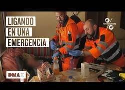 Enlace a Un hombre es atendido por el Servicio de Urgencias y éste aprovecha para ligar