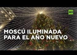 Enlace a Así luce la ciudad de Moscú en épocas navideñas