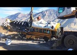 Enlace a Así se reciclan los autobuses viejos