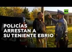 Enlace a Unos policías detienen a su superior por conducir bajo los efectos del alcohol
