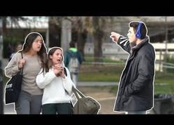 Enlace a ¿Alguna vez te han hablado muy alto por estar escuchando música?