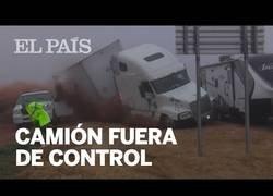 Enlace a Un camión sin control se queda cerca de arrollar a varias personas