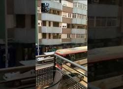 Enlace a Brutal pelea en Badalona tras estrellar un coche contra un bar