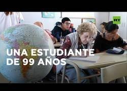 Enlace a Una abuela argentina de 99 años retoma los estudios