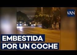 Enlace a Un coche embiste a una joven durante una carrera ilegal en Barcelona