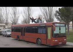 Enlace a El Youtuber que vive en un autobús