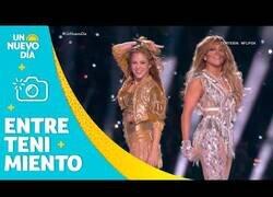Enlace a Los mejores momentos de Shakira y Jennifer Lopez durante el medio tiempo de la Super Bowl